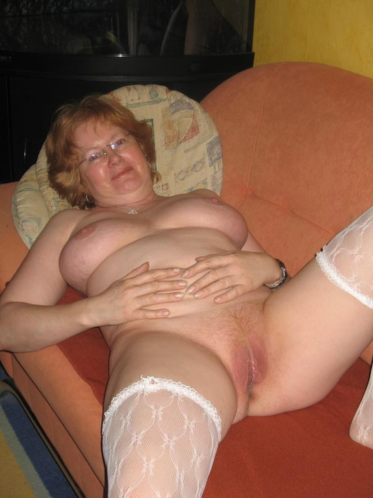 Naked amateur mature granny gilf